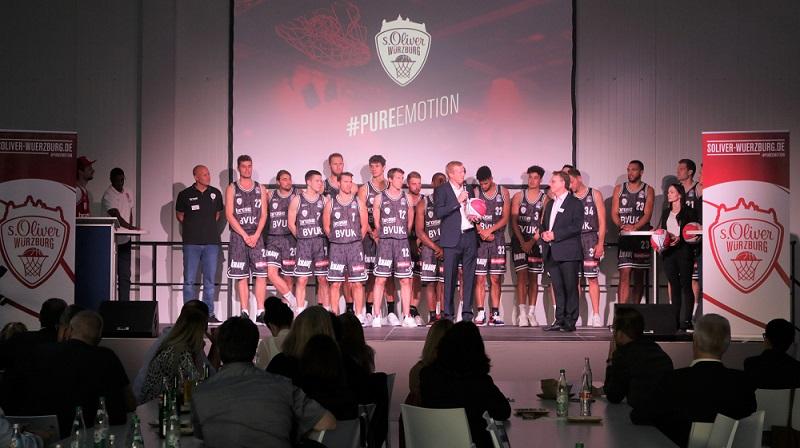 va-Q-tec als Gastgeber der Teampräsentation von s. Oliver Würzburg Basketball